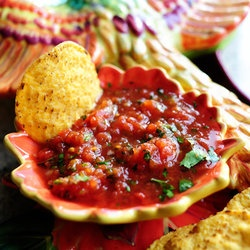 The Pioneer Woman's BEST SALSA EVER~ I made this and I have to agree! Except I did add apple cider vinegar and she doesn't.
