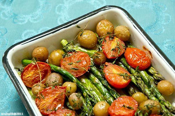 Fotó: Krumpli Béla Szédítő az a sok friss zöldség, amit már kapni lehet a piacokon. Néhány évvel ezelőtt még hatalmas mennyiségeket vásároltam volna, ma már be tudok telni a látvánnyal, magunknak meg igyekszem annyit vásárolni, amennyit meg is eszünk egy hét alatt....