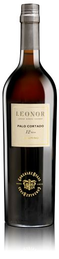 Palo Cortado. Ámbar con tonos dorados y ribetes ocres. Aromas de frutos secos (almendras tostadas y avellanas), arropados por notas de madera vieja. Al paladar es intenso y persistente, con matices tostados. Perfecto con cacería y carnes rojas. / Palo Cortado. Amber with gold tones and hints of yellow. Intense aroma of nuts (almonds and hazelnuts), accompanied by notes of aged wood.  On the palate it is intense and persistent, with a toasted tinge.  Perfect with game and red meats.