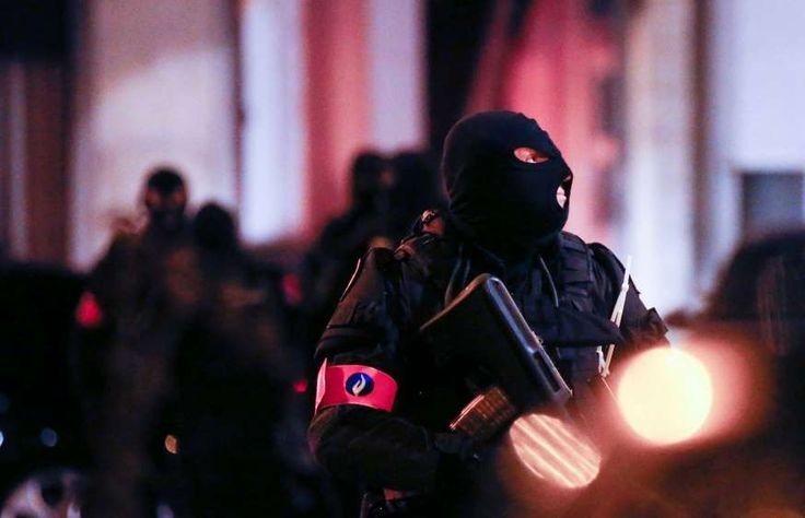 Politie in Molenbeek vanavond.