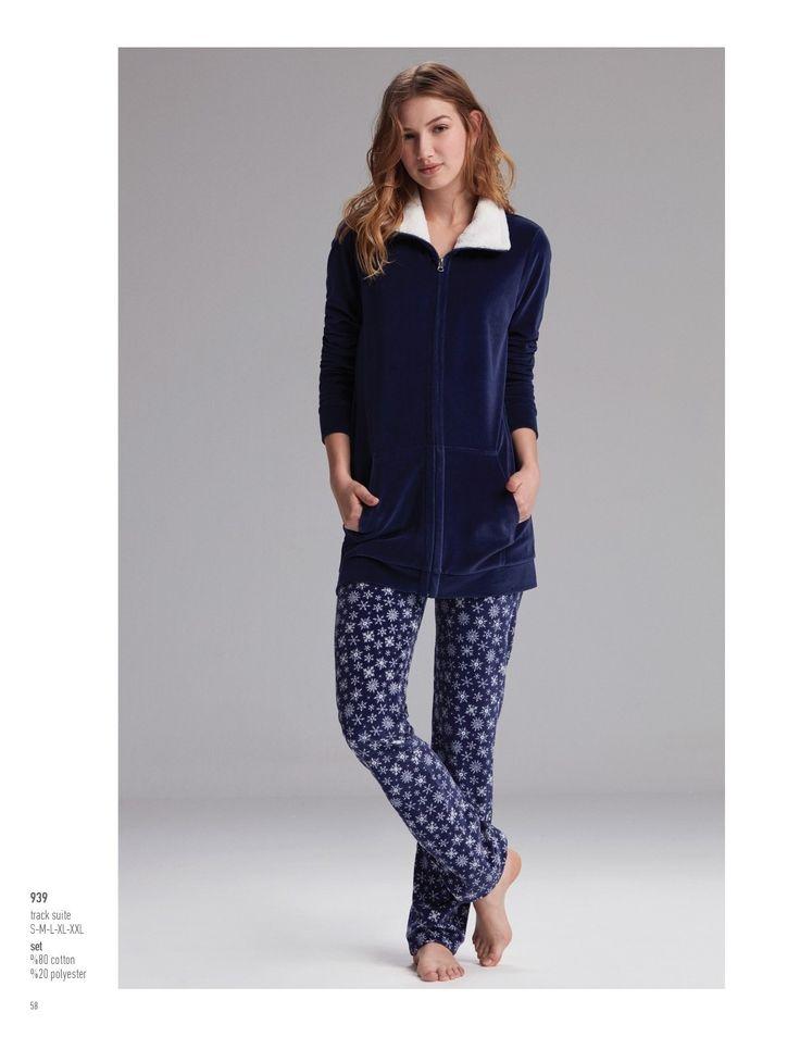 Catherine's 939 Bayan Pijama Takım https://www.mark-ha.com/polar-pijama-takim #markhacom #bayangiyim #pijama #bayanpijama #pijamatakım #kartanesi #evkeyfi #kar #kış #evimevimgüzelevim #lacivert #desenli #polar #polarpijama