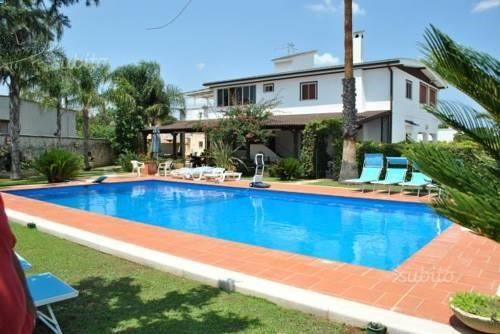 Casa Vacanze da Maria San Vito dei Normanni Situated in San Vito dei Normanni, this apartment features free WiFi and a terrace. The unit is 43 km from Alberobello. Free private parking is available on site. Other facilities at Casa Vacanze da Maria include a seasonal outdoor pool.