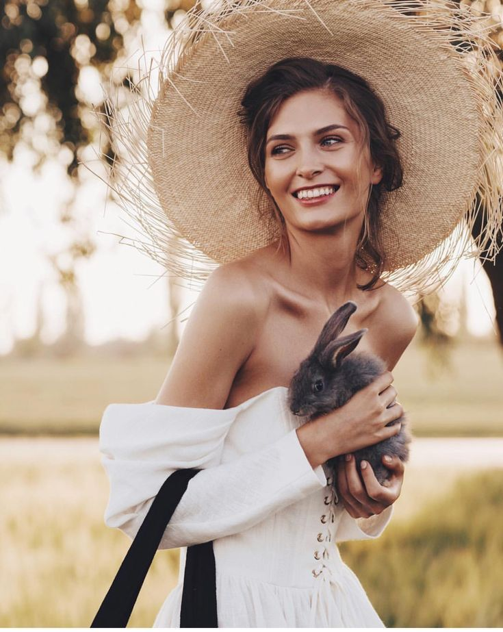 Pin By Molly Carr Paris Wedding Pho On Fashion Photography Poses Women Fashion Photography Editorial Fashion Model Photography