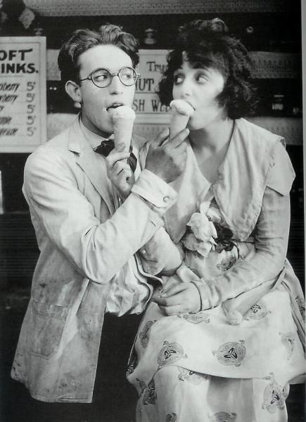 Harold Lloyd and Bebe Daniels, vintage, film, ice cream, love, couple, phtography, style, fashion, bob, hair, glasses