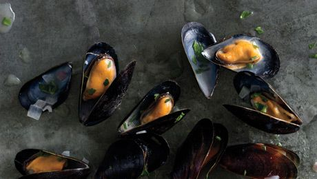 MM Good: White Wines, Wine Recipe, White Wine Sauces, Mussels Steam, Recipe For Mussels, Seafood Dinners, Steam Mussels, Shellfish Recipe, Steamed Mussels