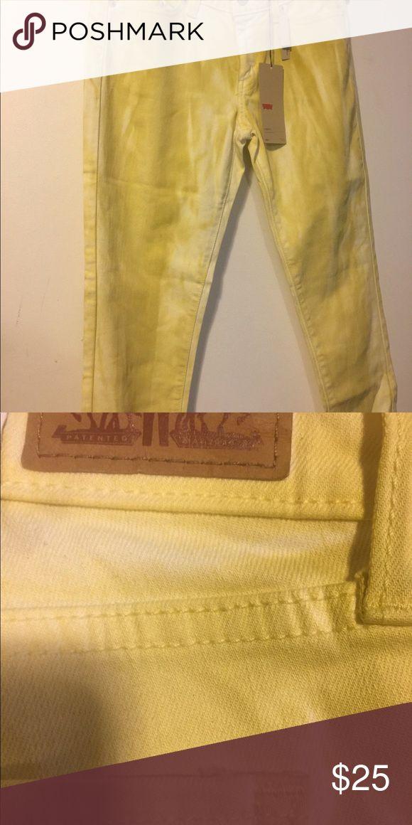 Levi pants size 29 Brand new yellow Levi pants Levi's Pants Skinny