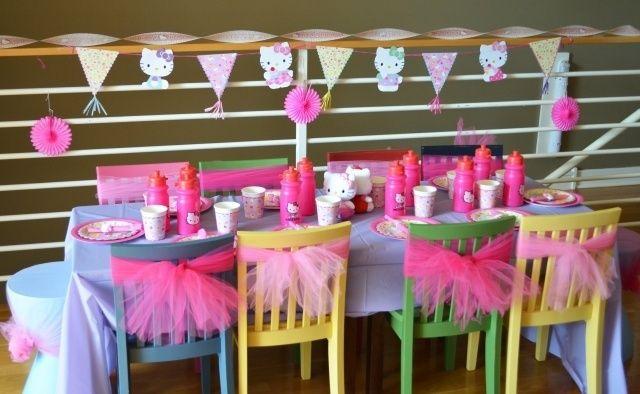 anniversaire enfant idées de déco table sur le thème Hello Kitty