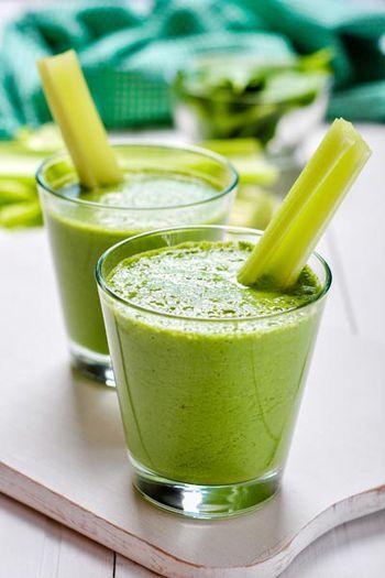 Grüner Buttermilch-Shake mit Spinat
