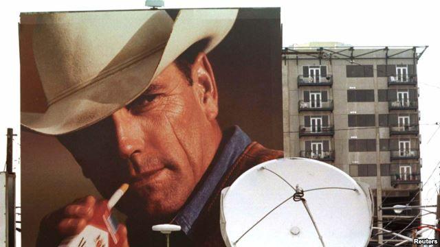 """Muere el """"Hombre Marlboro"""" por enfermedad pulmonar Su rostro fue utilizado para vender millones de cigarrillos en la década de 1970. El actor fumaba desde los 14 años.  El otrora conocido """"Hombre Marlboro"""", que dio su rostro a las campañas de cigarrillos de esa firma en la década de 1970, falleció a causa de una enfermedad respiratoria en su casa de California. Leer Nota: http://jutiapaenlinea.com/muere-el-hombre-marlboro-por-enfermedad-pulmonar/"""
