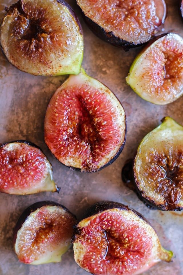 Fig-uh-lig-uh-loopity-doop-de-doops!  Le sigh. Le fig… Such unassuming little fruit with their humble appearance on the outside that when cut open reveals a metropolis ofalien-liketen…