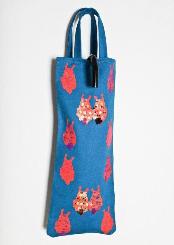 サイス:12cmX32cmウミウシをモチーフしてオリジンナルテキスタイル。フロッキー、金彩などの技法で、シルクスクリーンで制作しました。製版から、手刷り、縫製...|ハンドメイド、手作り、手仕事品の通販・販売・購入ならCreema。