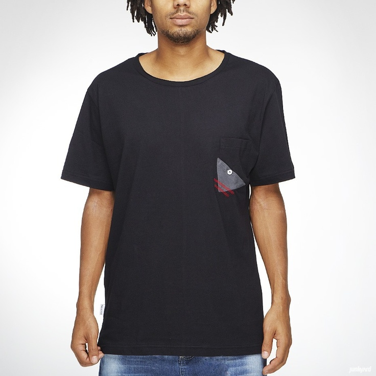 T-shirt från Project 101 med ficka på bröstet.