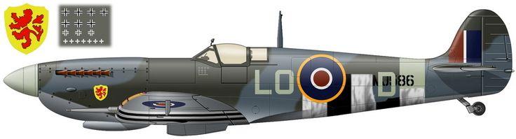 """""""Spitfire LF-9C"""" (с/н MJ586) из 602-й эскадрильи RAF, который со второй половины июня по начало июля 1944 года был персональным истребителем су-лейтенанта Пьера Клостермана. Окраска дана на время окончания лётчиком своего «боевого тура». Под козырьком кабины отметки о 7 сбитых (черно-белые кресты), 3 предположительно сбитых (кресты чуть меньших размеров, составленные из белых уголков) и 7 повреждённых самолётах противника (маленькие белые кресты)."""