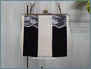 Fekete - fehér csíkos kézitáska fehér csipkével / Black and white striped handbag with white lace