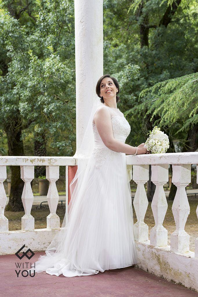 O amor não precisa de ser explicado, apenas vivido! #vestidodenoiva #véu #casarnoivas #weddingdress #veil #with you #fotografia