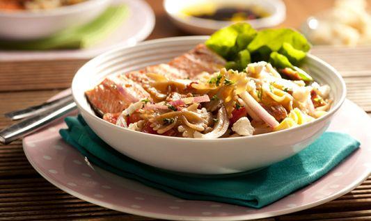 Ensalada de Pasta, alcachofas y gorgonzola con vinagreta balsamica