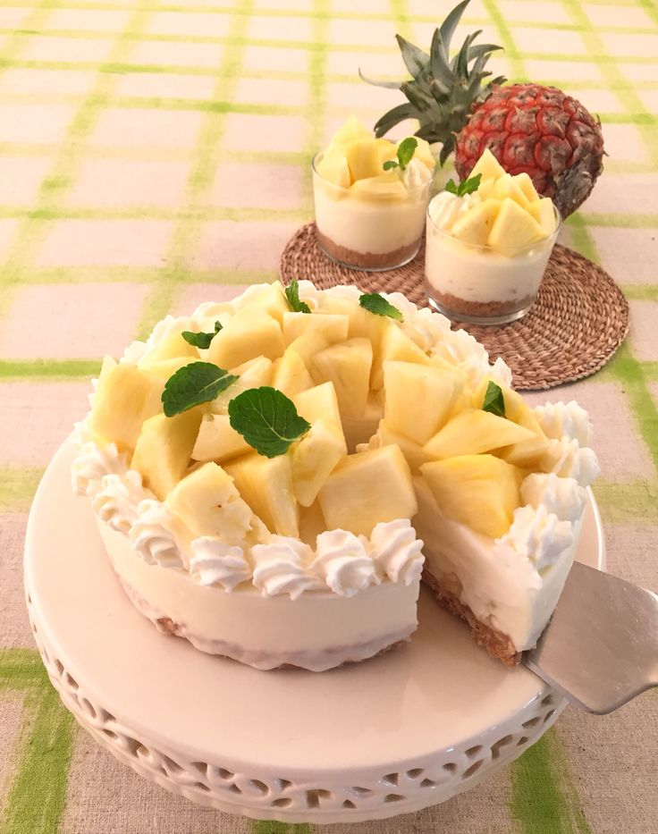 パイナップルのレアチーズケーキ