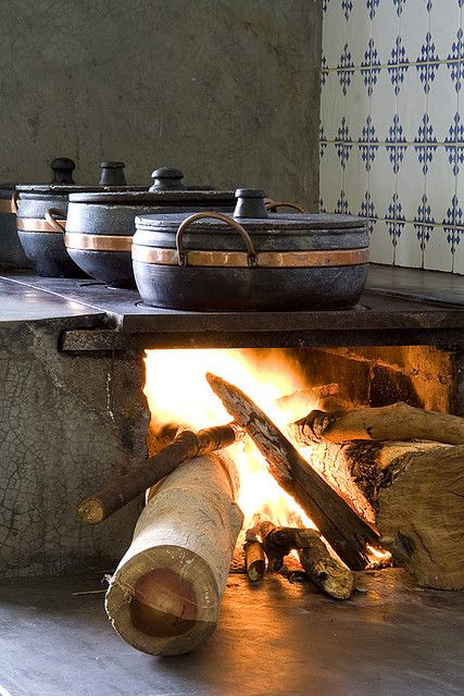 Fogão a lenha - wood burning stove. I wouldn't want to do this every time I went to cook but it sure is cool