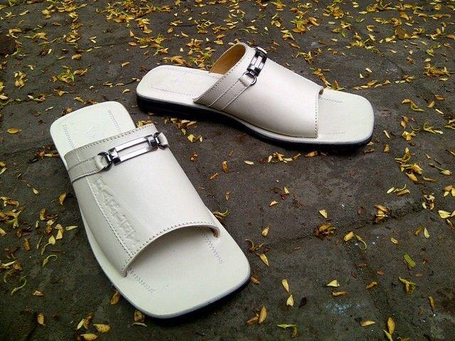 HD sandal, genuine leather Size 38-43 White color Www.grosirtaskulit.com