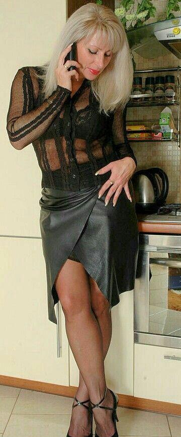 Зрелая и страстная тётка истосковалась по жаркой сочной порке :)