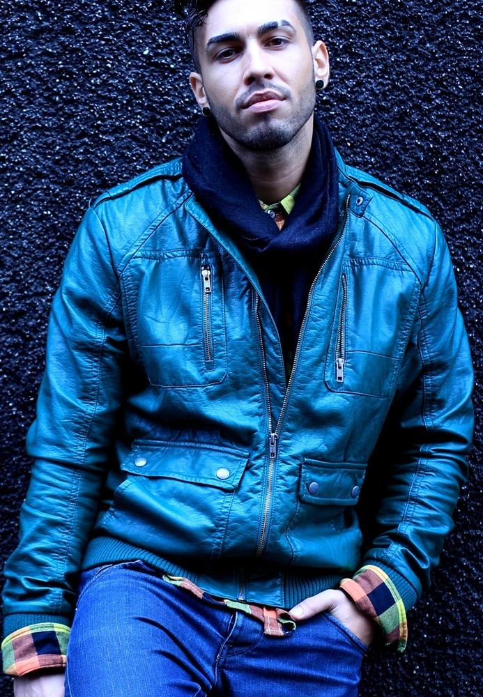 Alex Velea – Cand noaptea vine    Alex Velea revine in muzica cu http://bloggie.drgss.com/alex-velea-cand-noaptea-vine