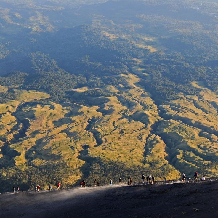 Descending Mount Rinjani Lombok Indonesia #outdoors #hiking #trekking #rinjani #gunung #gunungrinjani #pendaki #pendakiindonesia #mountains #volcano #valley #nature #naturelovers #lombok #indonesia #wonderfulindonesia