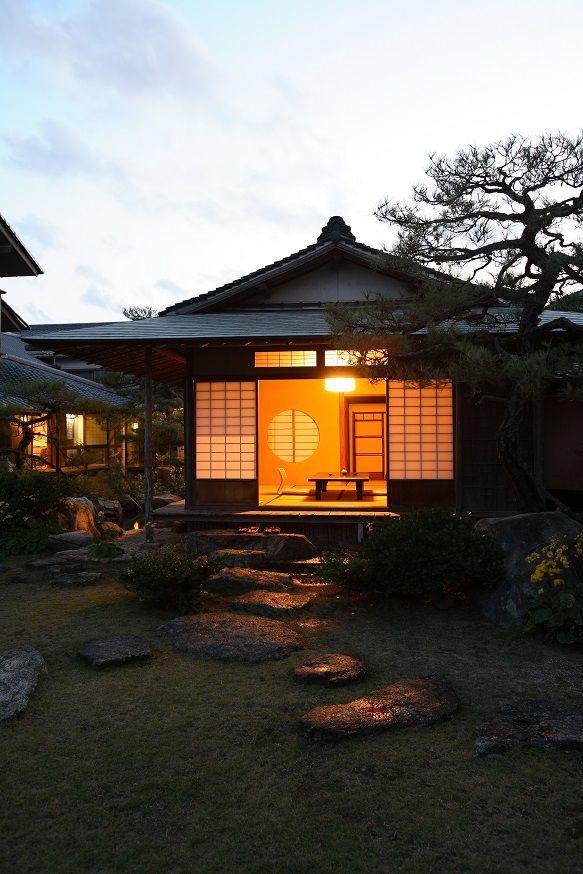 Yoyokaku at night