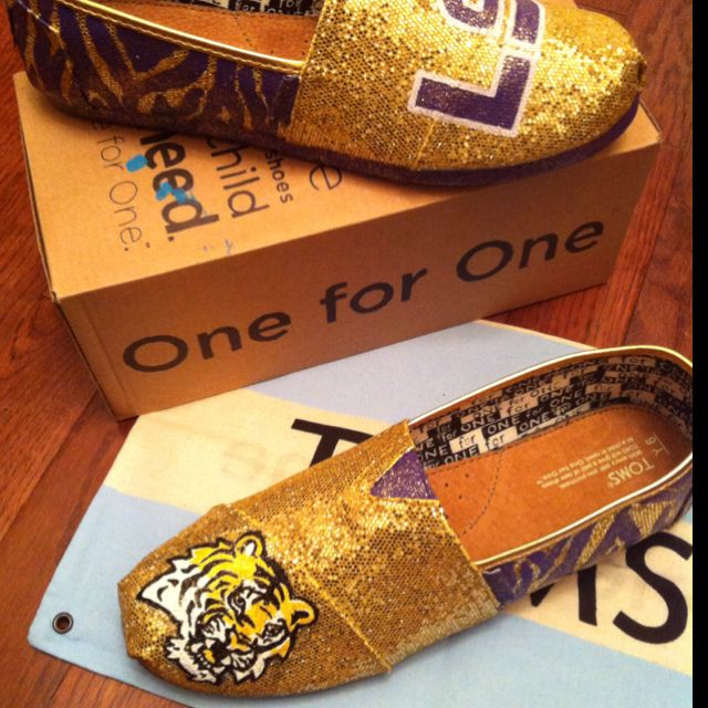 LSU TIGERS!! SOLD!! LSU fans place your order today!!!! :)    I MUST HAVE THISSS
