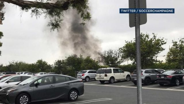 Small plane crashes on 405 Freeway near John Wayne Airport - KERO 23ABC News