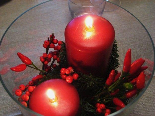 Centrotavola con candele e peperoncini