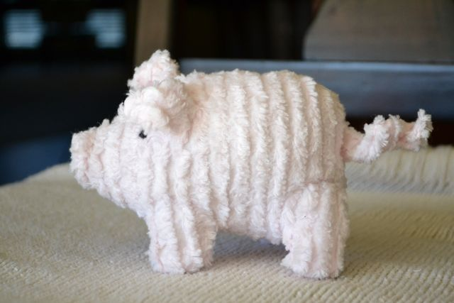 Stuffed Pig .. link to Martha Stewart pattern, but a few improvements ... ADORABLE