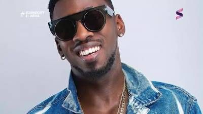 Orezi teams up with Davido & Special Ed for 'Bom Bom' -  Click link to view & comment:  http://www.naijavideonet.com/video/orezi-teams-up-with-davido-special-ed-for-bom-bom/