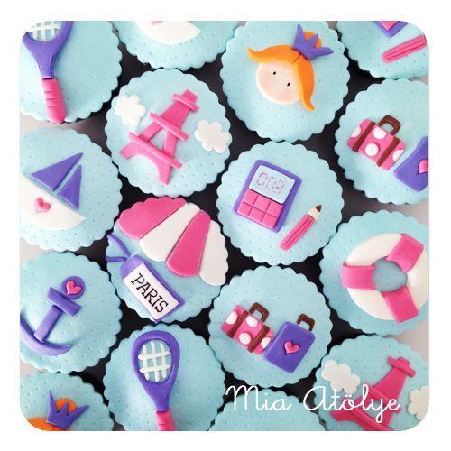 Paris themed fondant cupcakes