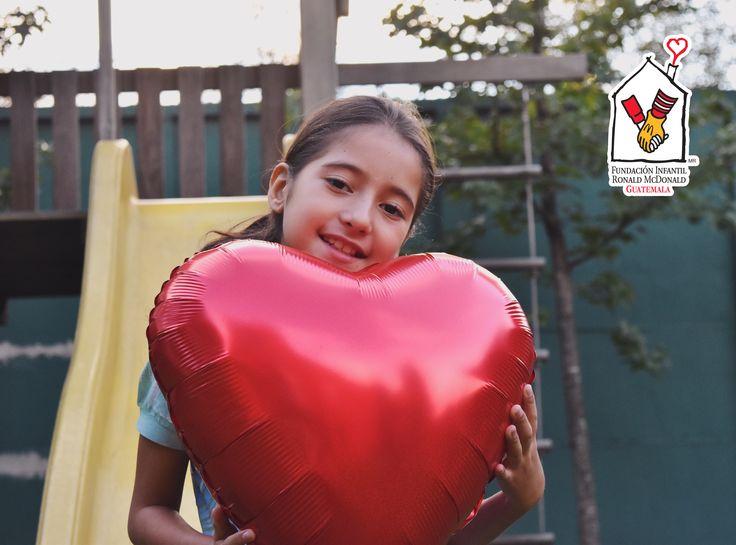 INICIANDO DICIEMBRE CON UN CORAZÓN NUEVO ❤  Katerine fue uno de los niños beneficiados con Cirugías del Corazón, es procedente de Petén y durante su recuperación se hospedó en Casa Ronald McDonald junto a su mamá y hermana.   Gracias a tu apoyo en el #McDíaFeliz Katerine disfrutará estas fiestas con un corazón nuevo y más fuerte. Hazte fan de Fundación Infantil Ronald McDonald para enterarte de más #ForRMHC