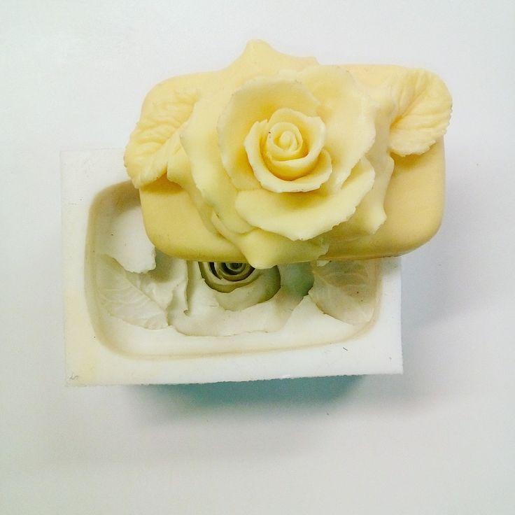 Maak zelf je eigen zeepjes met een zelfgemaakte mal van siliconen. Kijk voor de benodigdheden op www.siliconesandmore.com