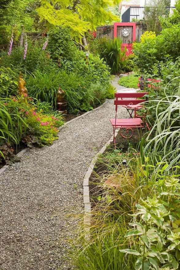 Les 25 meilleures id es concernant am nagement paysager de paillis sur pinter - Idee d allee de jardin ...