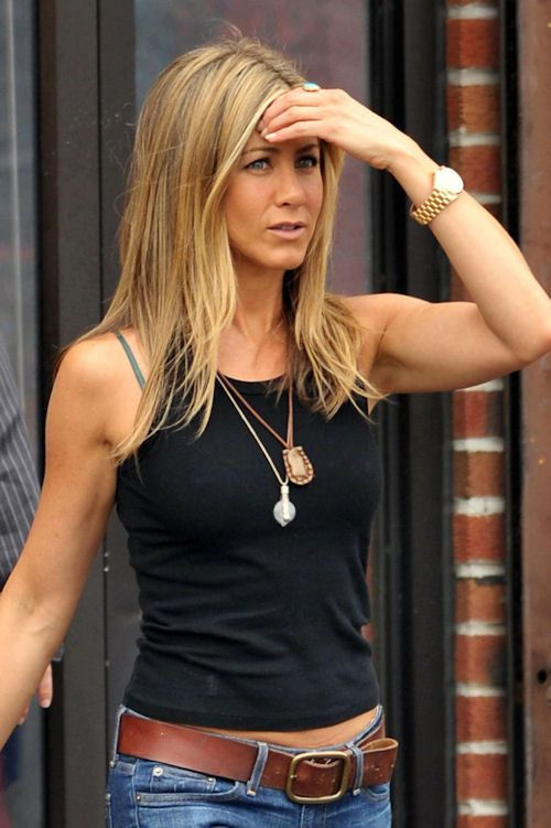 jennifer aniston - her casual style is perfect. Just like her biceps.