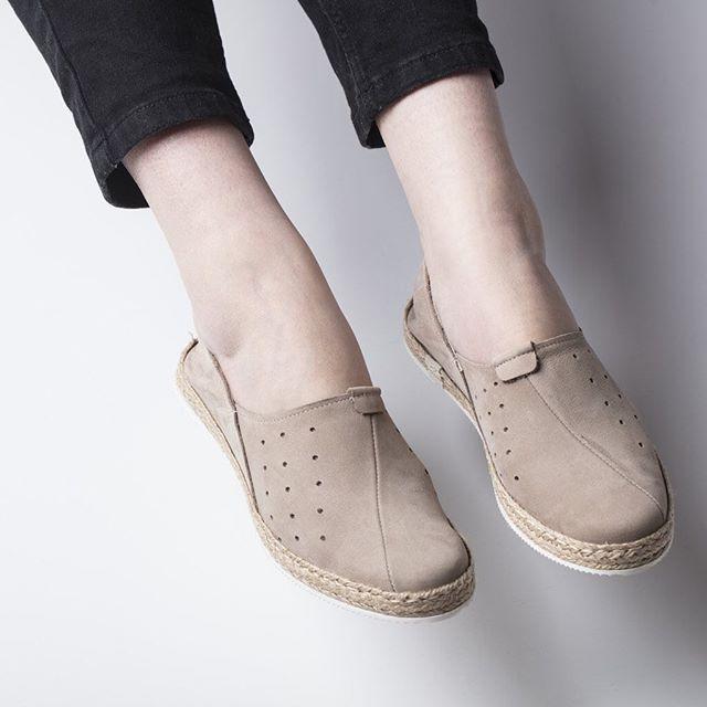 Niech lekkość towarzyszy Ci nie tylko w weekendy! 🌿 🔎: F30-L-78 #shoes #lankars #lanckorona #cracow #kraków #shoestagram #instashoes #shoesinsta #comfortable #nude #leather #minimal #classic #design #woman #womanshoes #love #loveshoes #instagood #photoshoot #fashioninsta #fashion #style #beautiful