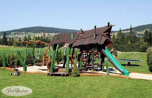 """Plac zabaw - chatka Baby Jagi i otaczający ją las """"przeszkód""""  http://www.podreglami.pl/atrakcje/plac-zabaw-grill.html"""
