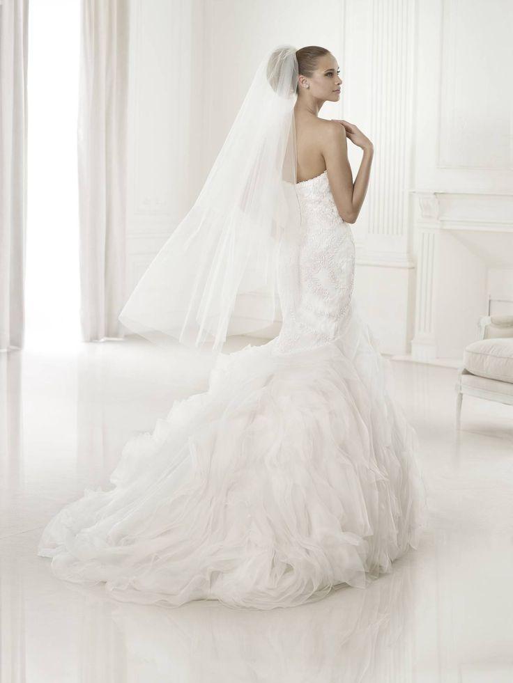 Beca esküvői ruha - La Mariée esküvői ruhaszalon - Pronovias 2015http://lamariee.hu/eskuvoi-ruha/pronovias/beca