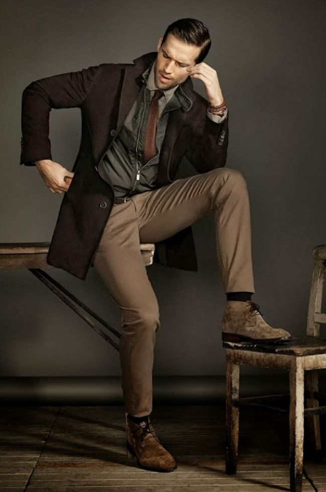 A brown and gray style with chucka boots. Looks simple, but looks really great. Model: Andrew Cooper.