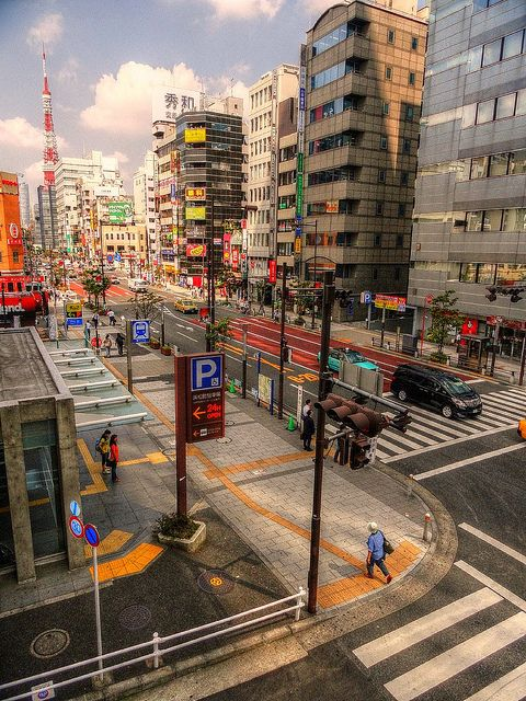 Light traffic at Tokyo by Roogeri, via Flickr