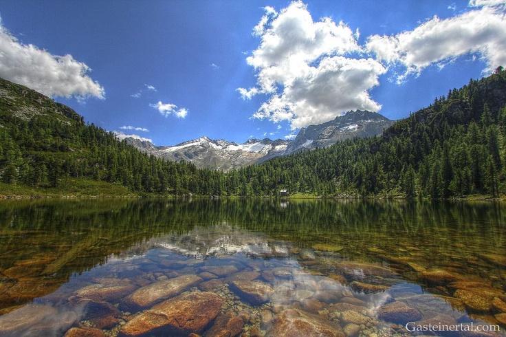 Der Reedsee in Bad Gastein - Österreich. Einer der schönsten Bergseen. Reedsee in Bad Gastein - Austria. One of the most beautiful lakes in the mountains.
