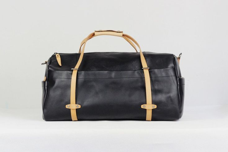Handmade Full Grain Leather Holdall Luggage Bag Leather Travel Duffel Bag   We use selected full grain cowhide leather, quality hardware to make the bag as good as it is. This bag is perfect as your everyday bag, which can fit for many clothes, 13'' Laptop/Macbook, an IPAD, A4 files, books, magazines, as well as many accessories. ********************************************** Features: • Long Adjustable Shoulder Strap • Solid Quality Hardware *************************************...