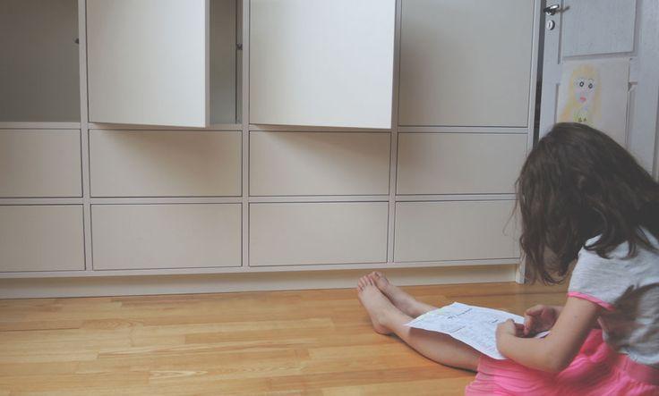 Pokój dziecka, szafki, szufladki, półeczki