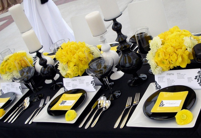 LOVE this yellow, black, and white tablescape