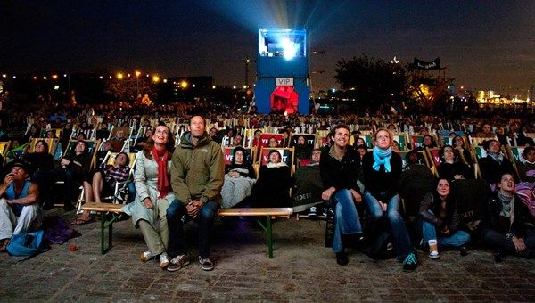 From 17 May 2016, open-air cinema with a view is on the agenda again at waterside café/restaurant/urban beach Pllek in Amsterdam-Noord.