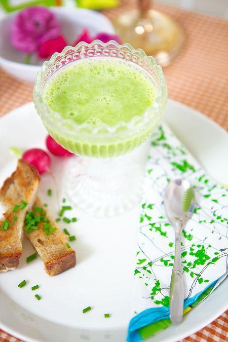 Idag i P4 Morgon Uppland välkomnar vi våren med en valborgsmeny. Här är receptet på förrätten, en grön ärtsoppa som piffas med lite bubbel alldeles vid servering. Jag vet inte om det är bubblet som gör det, men den här soppan är i det enda formatet jag tål och dessutom tycker om gröna ärtor. Det [...]