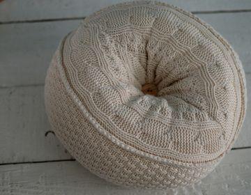 Full intructions on DIY Sweater Puff Pillow!!