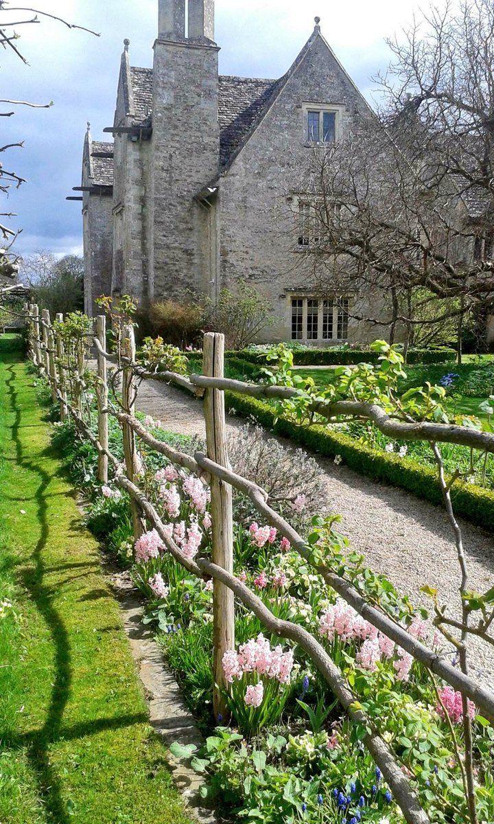 E҉nglish I҉dylls — pagewoman: Kelmscott Manor, Cotswolds, West...